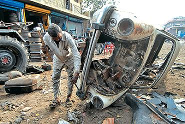 1350227635_444474746_1-Pictures-of--Sell-ur-Scrap-Cars-in-just-2-Hours-Call-Hari-OM-Jee-9911372525