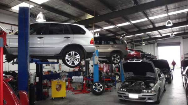 car servicing garage